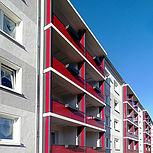 Balkonerweiterung rechteckig mit roten Trespaplatten
