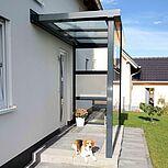 Haustürvordach aus Aluminium mit Sichtschutz und Windschutz