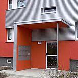 Hauseingangsüberdachungen aus Stahlbeton mit Sicht-und Windschutz