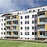 Balkone mit Ausführung der Geländer als Kombination aus VSG und feststehenden Lamellen