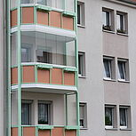 Stahlbalkon mit Stahlrahmenkonstruktion. Typ Elegance - mit Balkonverglasung